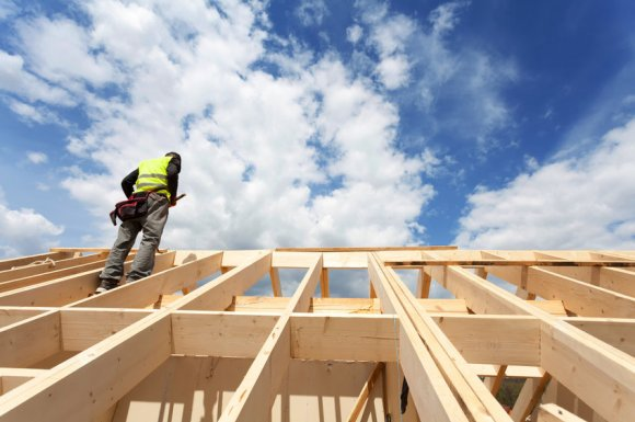 Professionnel pour rénovation de charpente en bois à Limonest